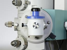 The Model 2550 Cryo Transfer Tomography Holder inserted into a TEM.